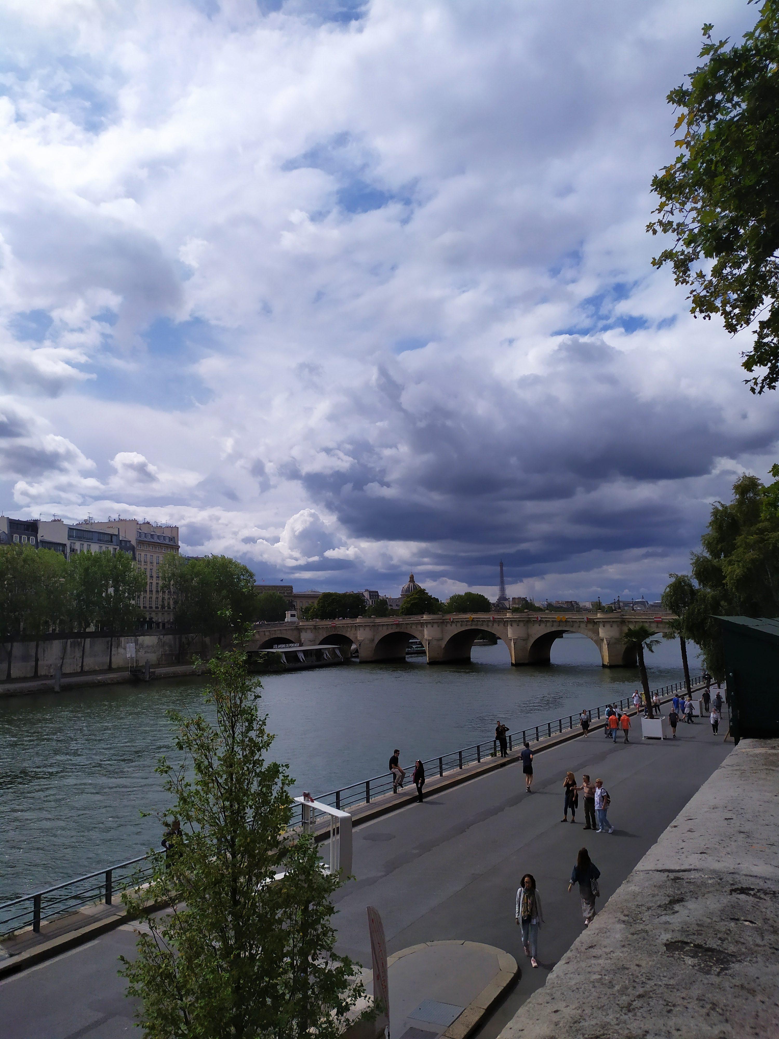 Набережная реки Сена